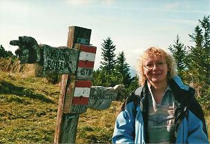 Foto: Wolfgang Dröthandl / Wander Tour / Vom Niederalpl auf den (die) Tonion / Formvollendeter Wegweiser auf der Gipfelwiese... / 31.01.2011 12:30:17