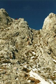 Foto: Wolfgang Dröthandl / Wander Tour / Hochschwabrunde übers G´hackte / Nicht allzu ausgesetzte, versicherte Schrofenkraxelei im oberen Abschnitt des 'Ghackten' / 16.05.2011 15:21:11