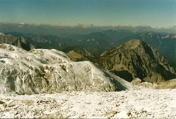 Foto: Wolfgang Dröthandl / Wander Tour / Hochschwabrunde übers G´hackte / Blick vom Gipfel nach NW auf die markante Riegerin (rechts), dahinter Hochkar / 16.05.2011 15:16:00