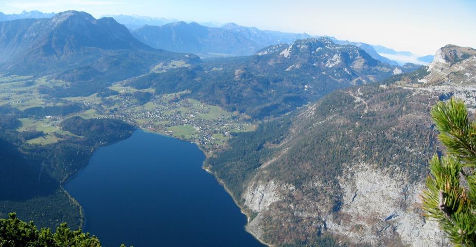 Foto: pepi4813 / Wander Tour / Von Altaussee auf die Trisselwand / Tiefblick zum Altausseer See / 18.07.2009 18:06:56