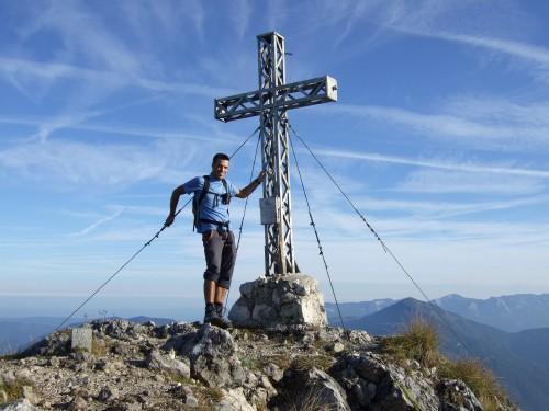 Foto: hofchri / Wander Tour / Rettenkogel & Bergwerkskogel / Gipfelkreuz am Rettenkogel / 12.10.2009 19:48:14
