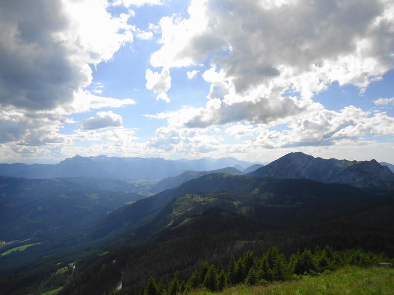Foto: Günter Siegl / Wandertour / Kalmberge-Überschreitung / rechts Gamsfeld, links Tennengebirge / 13.07.2014 14:32:49