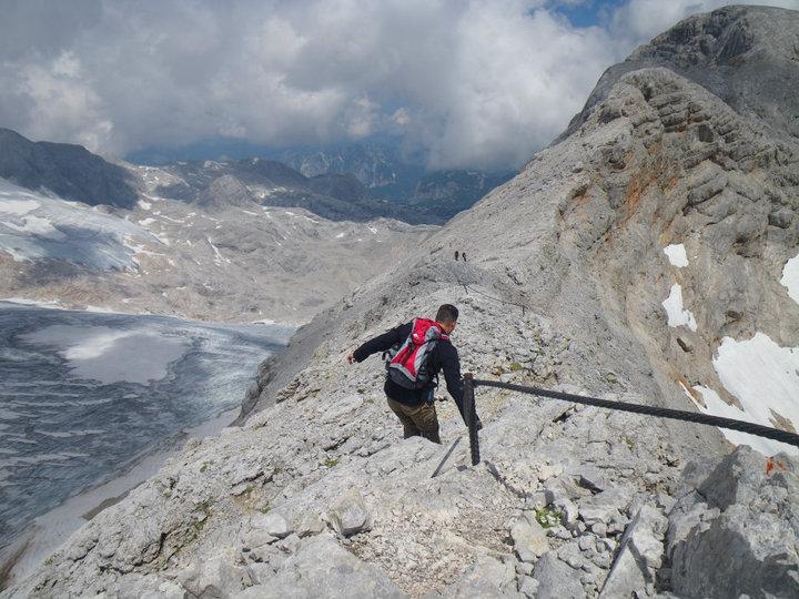 Foto: drjones31 / Wandertour / Auf den Spuren der Eiszeit - Etappe 1: Hunerkogel - Gjaidstein - Gjaidalm - Krippenstein / Abstieg vom kleinen Gjaidstein in Richtung Hoher Gjaidstein / 18.08.2010 16:07:18