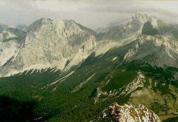 Foto: Wolfgang Dröthandl / Wander Tour / Brandstein - einsamer Hochschwab / Blick vom Gipfel nach Osten: Großer Griesstein, Ebenstein, rechts davor Schaufelwand / 16.05.2011 14:02:05