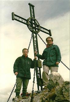 Foto: Wolfgang Dröthandl / Wander Tour / Über die Voralm zum Dreiländereck NÖ - OÖ - Stmk / Gipfelkreuz Stumpfmauer (Voralpe), in unmittelbarer Nähe des Dreiländerecks NÖ - OÖ - Stmk. / 08.04.2011 11:25:59