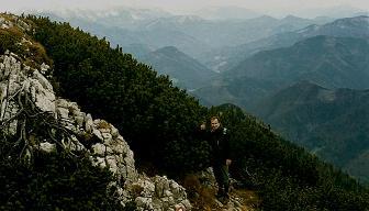 Foto: Wolfgang Dröthandl / Wander Tour / Über die Voralm zum Dreiländereck NÖ - OÖ - Stmk / Blick vom Gipfel Richtung Westen: Haller Mauern - Großer Pyhrgas - Sengsengebirge - Totes Gebirge (Gr. Priel), von links / 08.04.2011 11:21:32