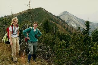 Foto: Wolfgang Dröthandl / Wander Tour / Zellerhüte - Rundwanderung / Blick zurück auf Hochkogel, Mittleren und Großen Zellerhut / 06.04.2011 16:32:03