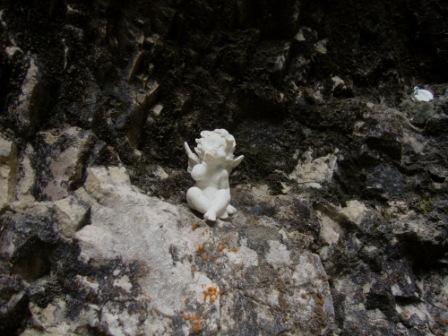 Foto: Wolfgang Dröthandl / Wander Tour / Mariazellerland - Rundwanderweg / Seit neuestem werden die Felsnischen mit Engerln verziert... / 20.09.2016 12:19:06