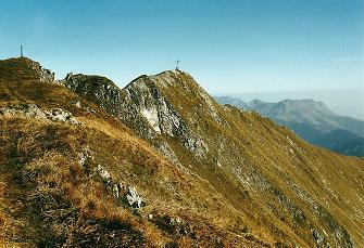 Foto: Wolfgang Dröthandl / Wandertour / Von Radmer auf das Zeiritzkampel / Abschied vom Zeiritzkampel (steile Grashänge!), rechts im Hintergrund Wildfeld und Stadelstein / 08.04.2011 10:35:04