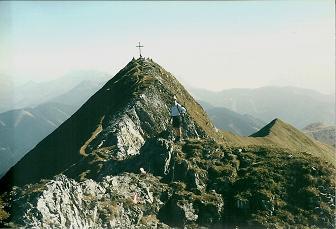 Foto: Wolfgang Dröthandl / Wander Tour / Von Radmer auf das Zeiritzkampel / Eine heikle Stelle vor dem Gipfelkreuz auf dem Grat (Drahtseil) / 08.04.2011 10:42:09