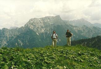 Foto: Wolfgang Dröthandl / Wander Tour / Großes Maiereck - Rundwanderung / Abstieg Kälberleiten mit Prachtblick auf Gr. Buchstein und Ödstein (rechts) / 06.04.2011 16:14:38