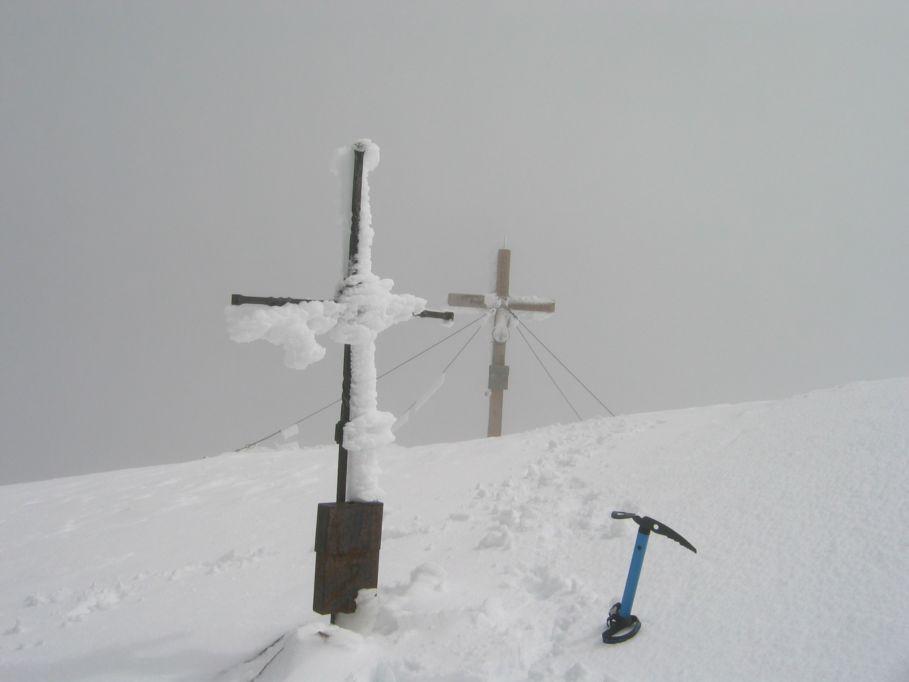 Foto: Gernot Huber / Wander Tour / Aus dem Kleinen Fleißtal auf den Hocharn (3254m) / Kreuze am Hocharn / 05.03.2010 20:48:14
