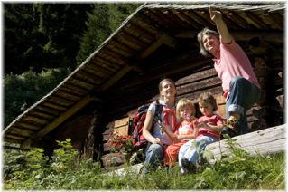 Foto: Jürgen Zudrell - Panoramagasthof Kristberg / Wander Tour / Familienwanderung Kristberg - Silbertal / Das Foto wurde von Silbertal Tourismus (www.silbertal.at) bereit gestellt / 14.06.2009 22:16:23