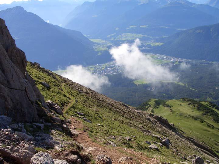 Foto: vince 51 / Wander Tour / Über die Latschenhütte auf die Vordere Platteinspitze / Tiefblick nach Imst / 31.07.2009 23:31:26