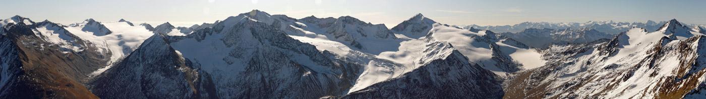 Foto: vince 51 / Wandertour / Kreuzspitze - auf den höchsten Wanderberg der Ostalpen (3457m) / Blick nach Süden; etwas rechts der Bildmitte der Similaun 3606m / 17.07.2009 22:37:15