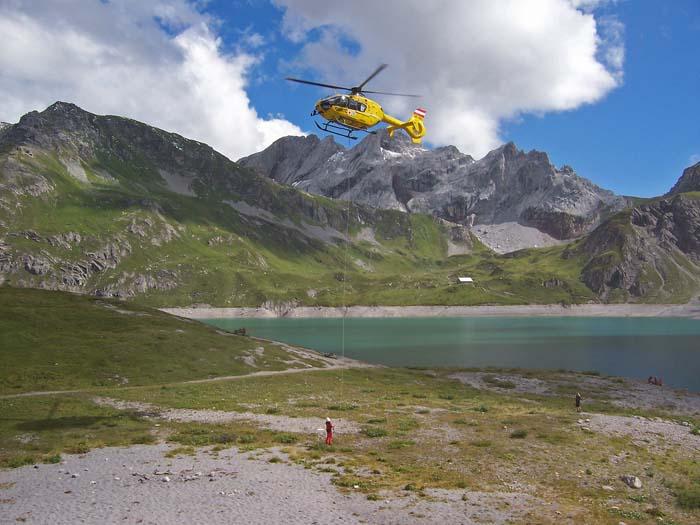 Foto: vince 51 / Wandertour / Douglashütte - Schesaplana, 2965m / Rettungshubschrauber im Einsatz / 17.05.2008 22:40:48