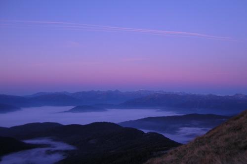 Foto: Samson / Wander Tour / Über die Grazer Hütte auf den Preber / Morgenrot über dem Lungau / 05.10.2009 10:00:04