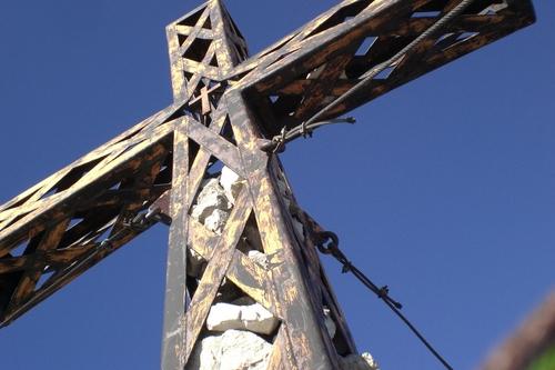 Foto: bymike / Wander Tour / Von Hinterthal über die Teufelslöcher zum Hochseiler / Gipfelkreuz Hochseiler / 10.08.2008 19:54:20