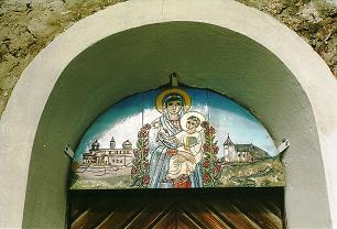 Foto: Wolfgang Dröthandl / Wander Tour / Fußwallfahrt nach Maria Schnee / Emailbild über dem Eingangsportal (außen) - links S. Maria Maggiore in Rom (auch S. Maria ad Nives - Schneewunder im August! - genannt), rechts Maria Schnee / 28.03.2011 16:50:40