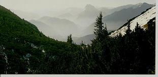 Foto: Wolfgang Dröthandl / Wandertour / Aus dem Mendlingtal auf den Gamsstein / Auf der Gamsstein - Hochfläche, Blick auf den Lugauer (im Dunst) / 28.03.2011 16:35:13