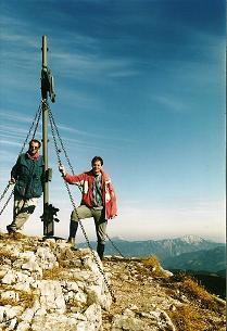 Foto: Wolfgang Dröthandl / Wandertour / Aus dem Mendlingtal auf den Gamsstein / Gipfel gegen Nordosten, im Hintergrund Ötscher und Dürrenstein / 28.03.2011 16:33:42