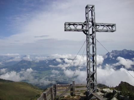 Foto: Wolfgang Dröthandl / Wander Tour / Wildseeloder und Henne / Gipfelkreuz Henne / 17.08.2015 15:08:06