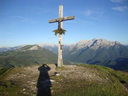 Foto: Wolfgang Dröthandl / Wander Tour / Von der Waidringer Steinplatte auf das Fellhorn / Fellhorn - Gipfel abends gegen Waidringer Steinplatte und Loferer Steinberge / 23.08.2016 13:01:21