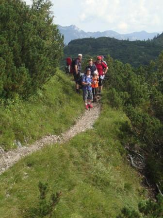 Foto: Wolfgang Dröthandl / Wander Tour / Von der Waidringer Steinplatte auf das Fellhorn / Leicht ausgesetzte Querung unterhalb des Eggenalmkogels / 23.08.2016 13:03:38