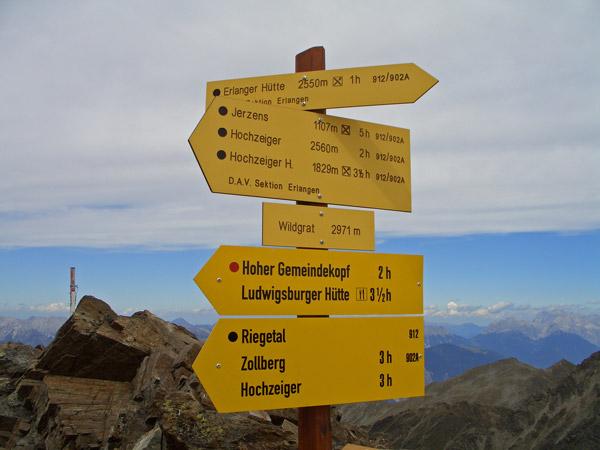 Foto: vince 51 / Wander Tour / Über den Hochzeiger auf den Wildgrat (2971m) / Wegweiser auf dem Gipfel / 08.05.2008 23:56:01