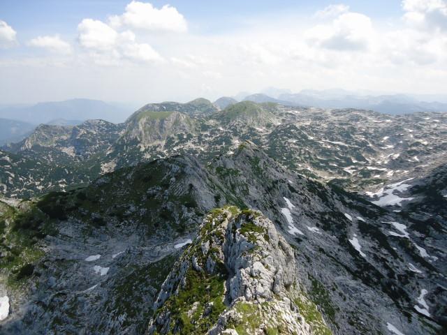 Foto: Günter Siegl / Wander Tour / Über die Ebenseer-Hochkogelhütte auf den Schönberg / Am Ostgrat mit Blick zum Rinnerkogel. / 07.07.2012 17:37:14