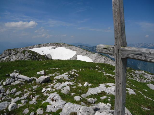 Foto: Günter Siegl / Wandertour / Über die Ebenseer-Hochkogelhütte auf den Schönberg / Am größeren Gipfel das kleinere Kreuz. / 07.07.2012 17:34:39