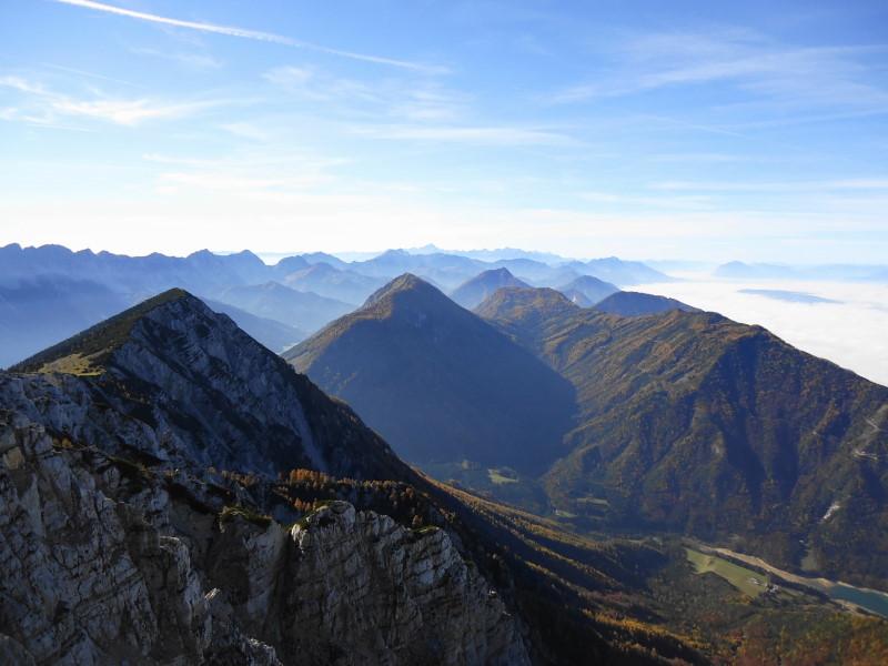 Foto: Günter Siegl / Wander Tour / Hochobir - Aussichtskanzel im Kärntner Unterland (2139m) / Freiberg in Bildmitte / 27.11.2016 18:14:20
