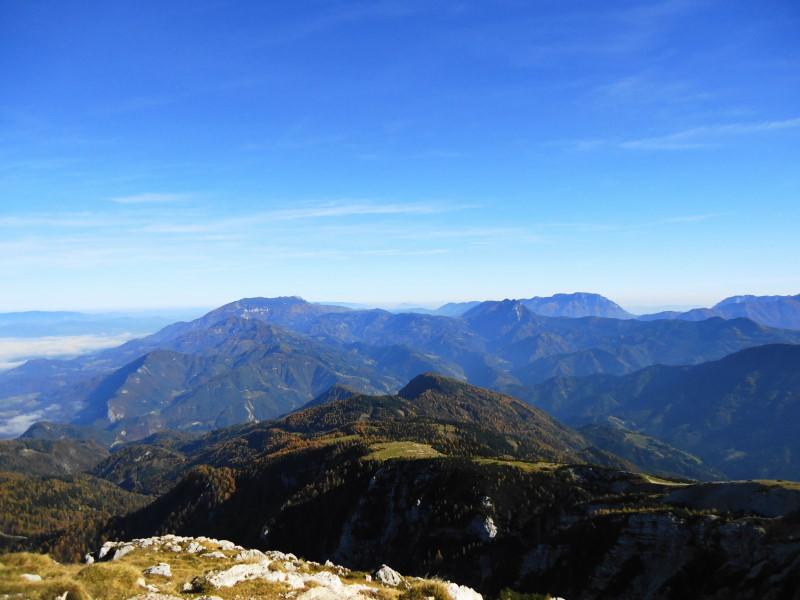 Foto: Günter Siegl / Wander Tour / Hochobir - Aussichtskanzel im Kärntner Unterland (2139m) / Petzen, Oschawa und Raduha  / 27.11.2016 18:16:17