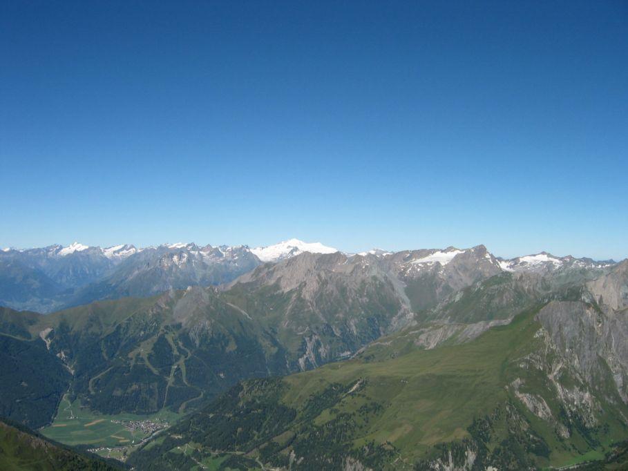 Foto: Gernot Huber / Wander Tour / Böses Weibl vom Lucknerhaus (3121 m) / Granatspitzgruppe mit Muntanitz im Vordergrund, Groß Venediger im Hintergrund / 06.03.2010 14:25:51