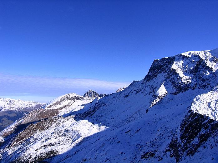 Foto: Andreas Koller / Wander Tour / Vom Tuxer Ferner auf den Hohen Riffler (3231 m) / Blick vom Spannagelhaus nach NO / 03.11.2007 19:49:39