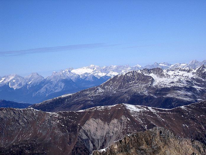 Foto: Andreas Koller / Wander Tour / Vom Tuxer Ferner auf den Hohen Riffler (3231 m) / Blick nach NW zur Zugspitze / 03.11.2007 19:50:57