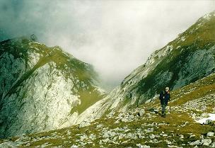 Foto: Wolfgang Dröthandl / Wander Tour / Von Wildalpen auf den Großen Griesstein / Blick zurück in den Sattel zwischen Kleinem und Großem Griesstein / 28.03.2011 13:57:15