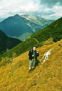 Foto: Wolfgang Dröthandl / Wander Tour / Von Wildalpen auf den Großen Griesstein / Latschengasse auf die Hochfläche des Kl. Griessteins; im Hintergrund Hochstadl / Kräuterin / 28.03.2011 14:05:09
