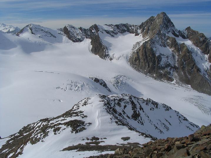 Foto: Andreas Koller / Wander Tour / Hinterer Daunkopf - ein stilles Ziel hoch über dem Stubaier Gletscherschigebiet (3225 m) / 05.06.2008 22:09:02
