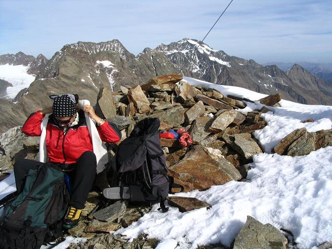 Foto: Andreas Koller / Wander Tour / Hinterer Daunkopf - ein stilles Ziel hoch über dem Stubaier Gletscherschigebiet (3225 m) / 05.06.2008 22:08:15