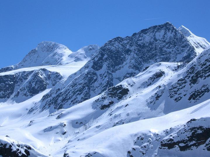 Foto: Andreas Koller / Wander Tour / Fineilspitze - im Reich des Eismannes (3514 m) / Links die Fineilspitze / 30.05.2010 01:00:21