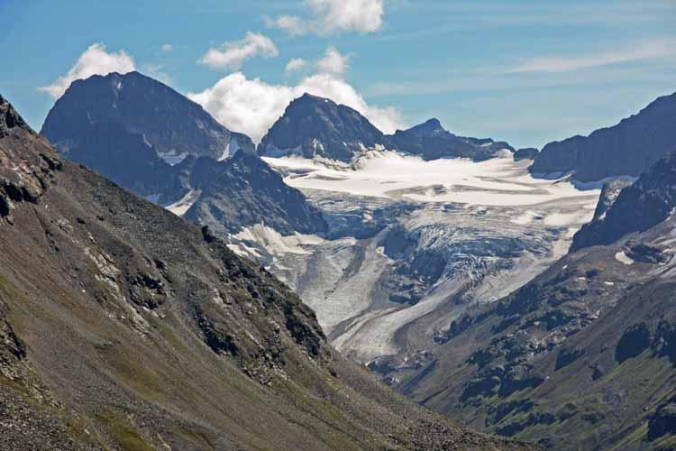 Foto: tomy37 / Wander Tour / Bielerspitze - Aussichtskanzel über dem Silvretta Stausee (2545m) / Grosser und kleiner  Piz Buin mit Ochsentaler Gletscher / 25.08.2009 23:44:13