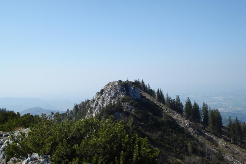 Foto: Günter Siegl / Wandertour / Steineck / Das Steineck hat zwei Gipfel. Aufnahme vom Südgipfel auf den Nordgipfel. Am besten beide besteigen...;) / 24.04.2011 17:48:14