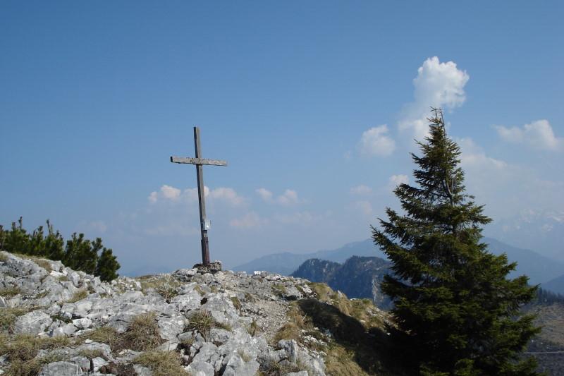 Foto: Günter Siegl / Wandertour / Steineck / Auch der Südgipfel (vlg. Trapez) hat ein schönes Kreuz. / 24.04.2011 17:48:26