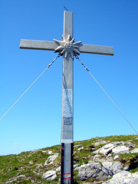 Foto: lacky / Wander Tour / Oisternig - hoch über dem Unteren Gailtal (2052m) / Gipfelkreuz auf 2035m / 27.05.2008 18:19:47