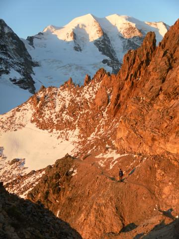 Foto: Wolfgang Lauschensky / Wander Tour / Piz Palü - Eisriese in der Berninagruppe (3905 m) / morgendliche Umgehung des Piz Trovat / 04.11.2013 20:21:15