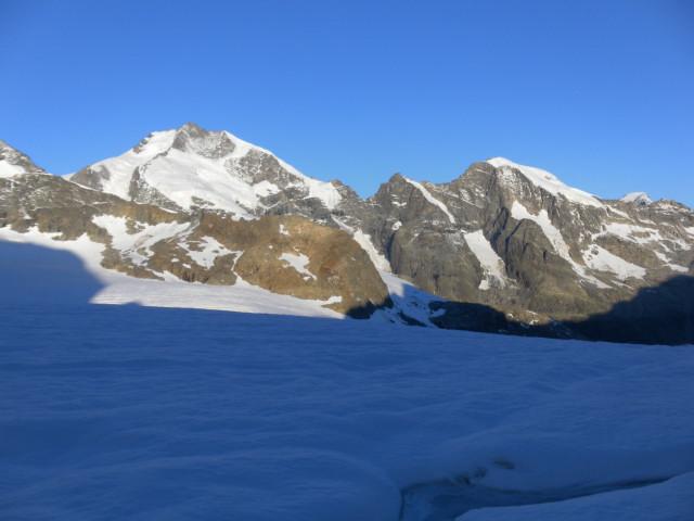 Foto: Wolfgang Lauschensky / Wander Tour / Piz Palü - Eisriese in der Berninagruppe (3905 m) / Piz Bernina und Piz Morteratsch / 04.11.2013 20:21:03