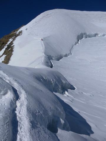 Foto: Wolfgang Lauschensky / Wander Tour / Piz Palü - Eisriese in der Berninagruppe (3905 m) / Randspalte und Anstieg zum Ostgipfel / 04.11.2013 20:20:03