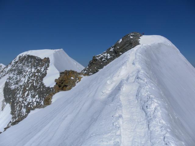 Foto: Wolfgang Lauschensky / Wander Tour / Piz Palü - Eisriese in der Berninagruppe (3905 m) / Vor dem Ostgipfel mit Blick zum Hauptgipfel / 04.11.2013 20:19:46
