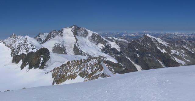 Foto: Wolfgang Lauschensky / Wander Tour / Piz Palü - Eisriese in der Berninagruppe (3905 m) / Biz Bernina vom Hauptgipfel / 04.11.2013 20:19:07